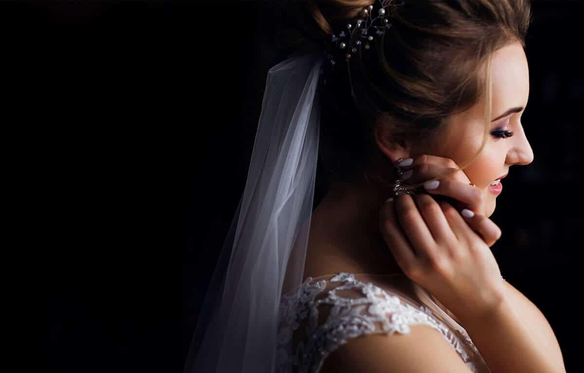 Ce fel de cercei să alegem la nuntă? Vă sfătuim în alegerea lor